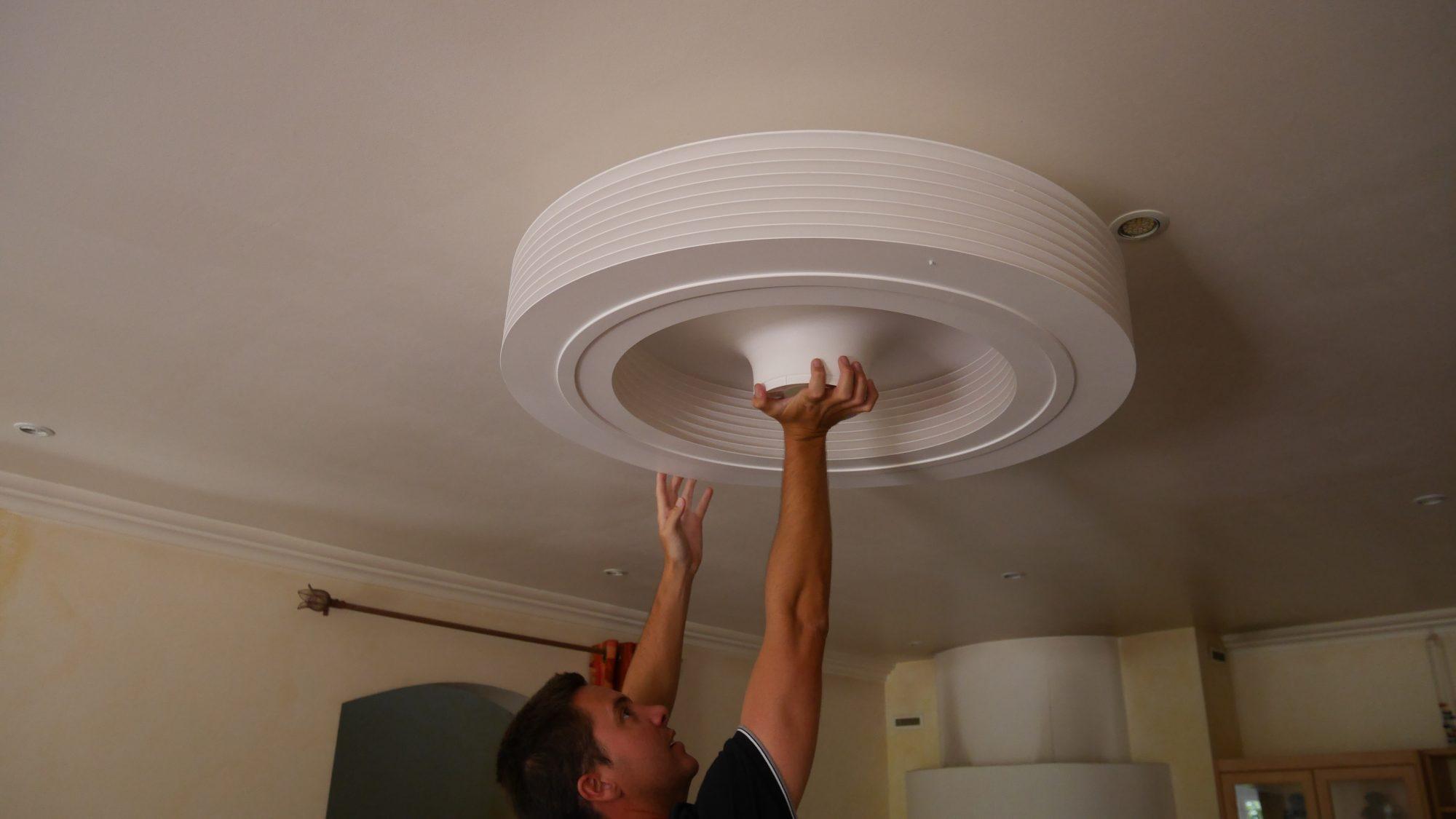 6 – fixer le ventilateur au plafond